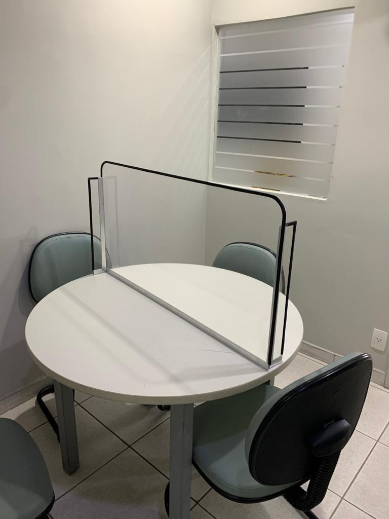 5-divisoria-transparente-mesa-reunião
