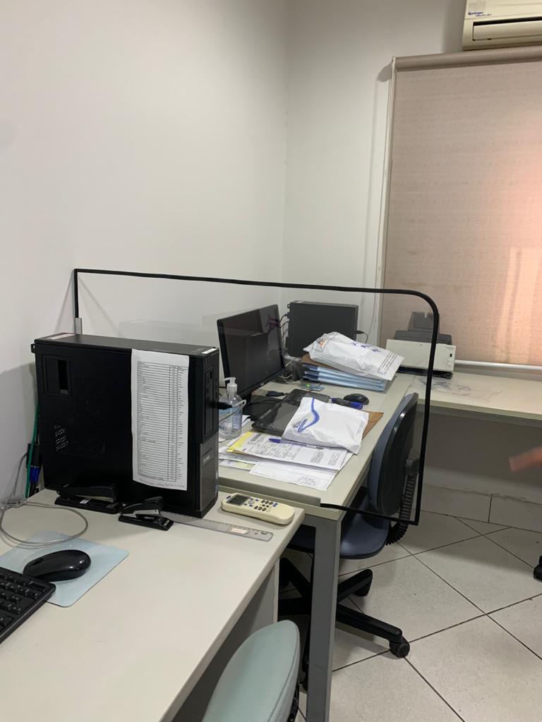 9-divisorias-policarbonato-transparente-escritorio
